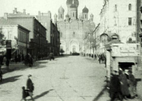 Собор во имя Святого Александра Невского на Миусской площади. Кадр из фильма «Третья Мещанская». 1927 год
